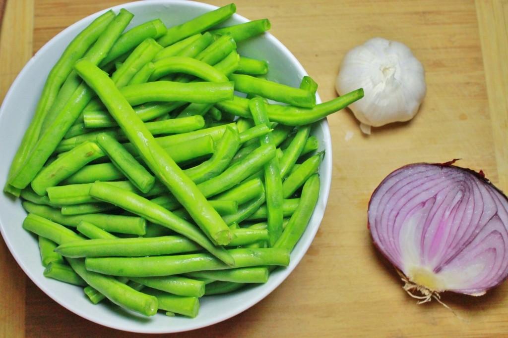 String-beans-onion-garlic